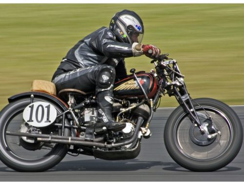 Как на мотоцикле тормозить правильно?